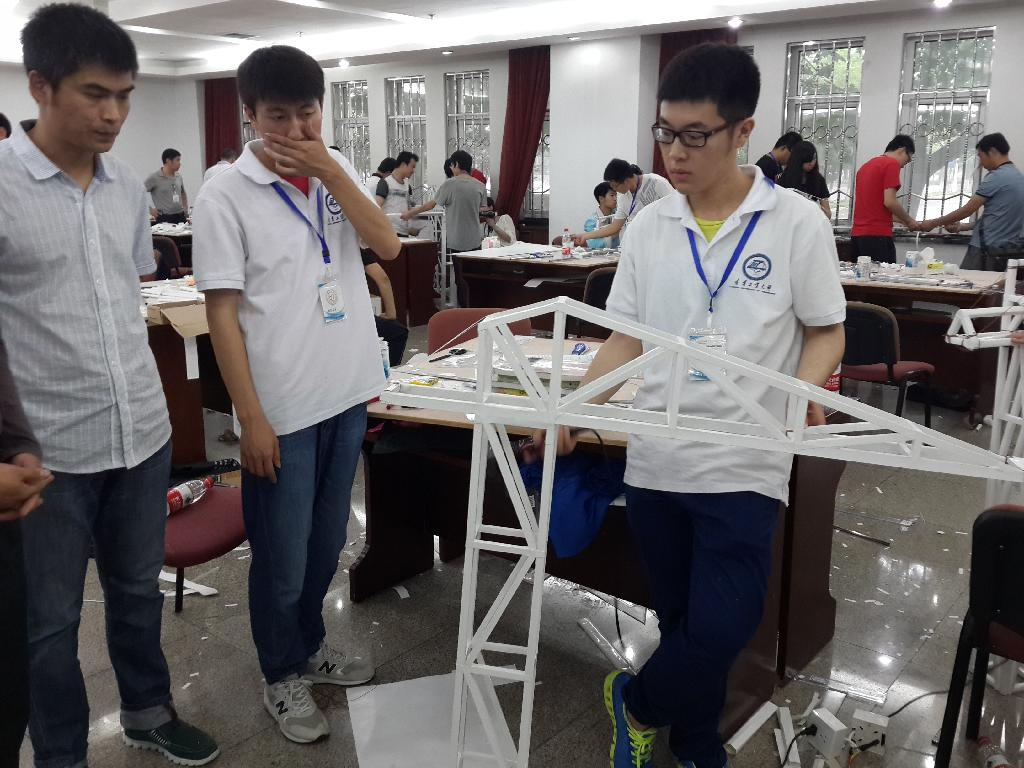 """本次竞赛题目为""""附着式""""塔吊结构模型设计与制作,竞赛内容包括模型"""